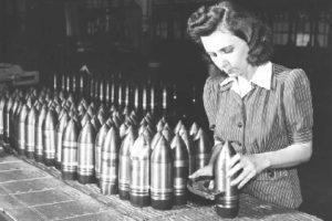 Fabrikada Çalışan Bir Kız