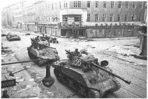 Viyana'da Sovyet Tankları