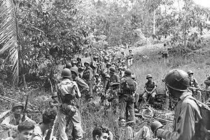 Guadalcanal'da Dinlenen Askerler