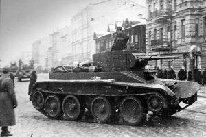 Leningrad'da BT-7 Tankı