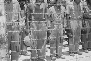 Hirohito'nun Teslim Olun Çağrısından Sonra Askerler